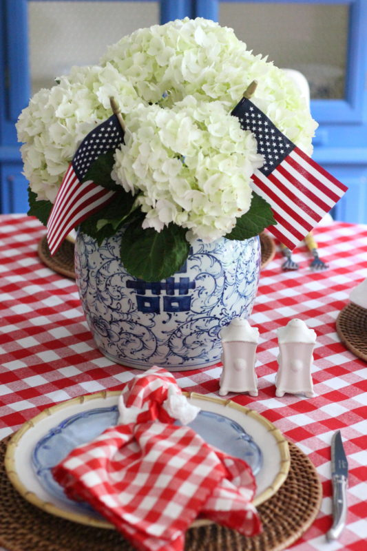 fourth-of-july-table-stuffy-muffy
