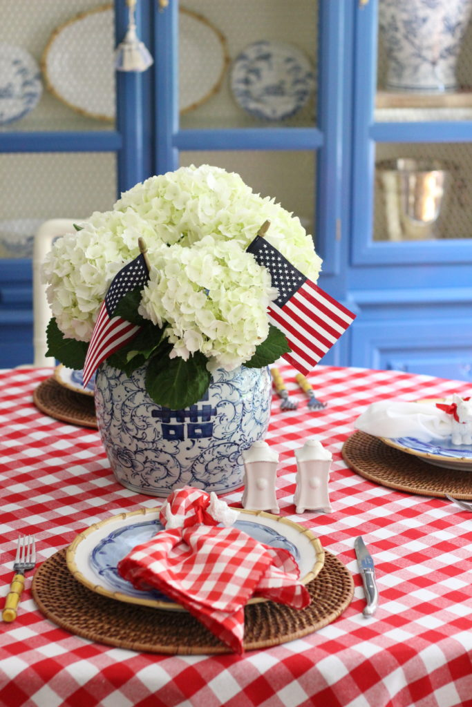 patriotic-table-stuffy-muffy